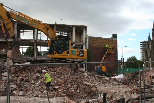 10 Sept: works proceeding on demolition site alongside labeling of the bricks